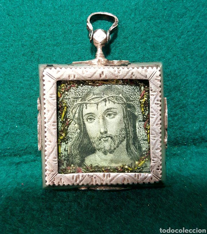 Antigüedades: Relicario con marco de plata con decoración grabada en ...