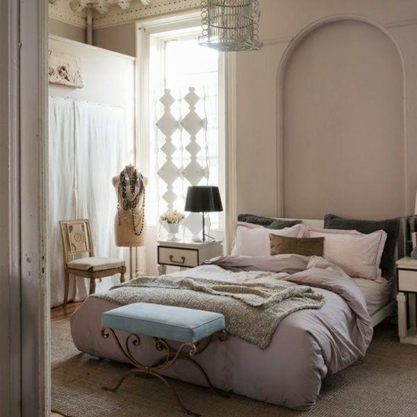Mädchenzimmer gestalten Pastell Kleiderständer blauer Hocker - schlafzimmer schön gestalten