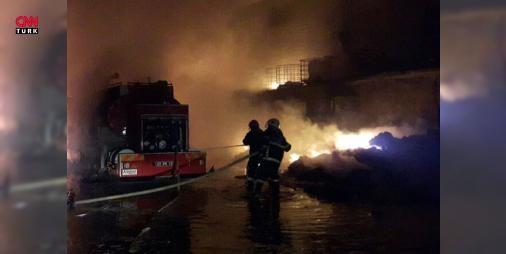 Gaziantepte fabrika yangın: Yaralılar var : Gaziantep Organize Sanayi Bölgesindeki bir tutkal fabrikasında akşam saatlerinde yangın çıktı. Yaralıların olduğu belirtilen yangına itfaiye ekiplerinin müdahalesi sürüyor.  http://ift.tt/2cJuzEI #Sanat   #Gaziantep #belirtilen #Yaralıların #yangın #yangına