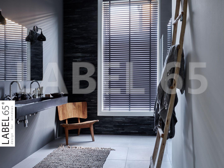 Label 65 Antraciet Jaloezieen in de badkamer! | Horizontale ...