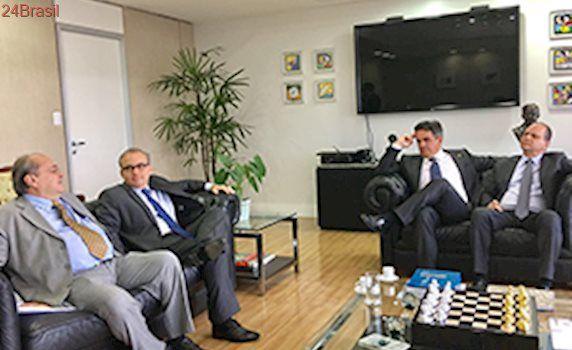Em Brasília, Ciro leva Sílvio Mendes para reunião com ministro da Saúde