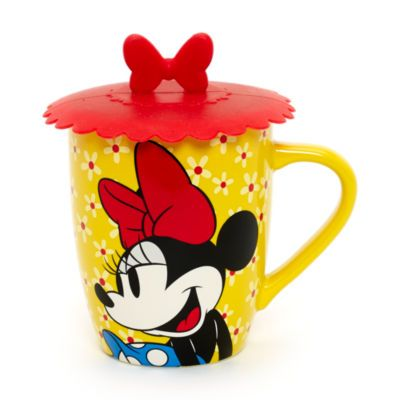 Don't let your tea get cold with this Minnie Mouse mug and silicone lid set! Cute details include two Minnie Mouse designs with all over floral print and lid topped with Minnie's iconic bow.
