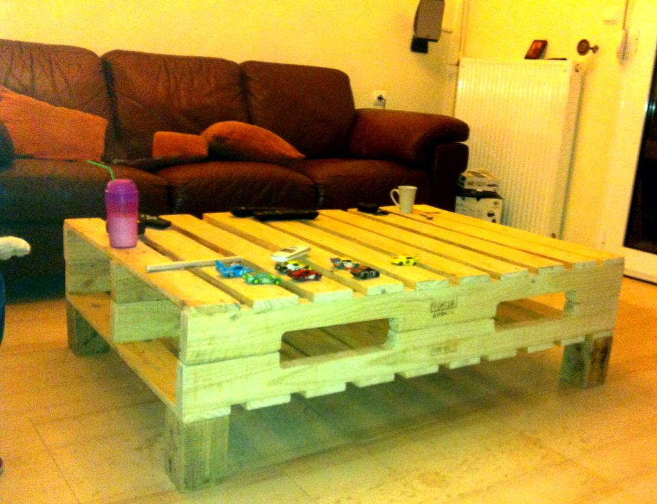 pallet coffee table before to be painted