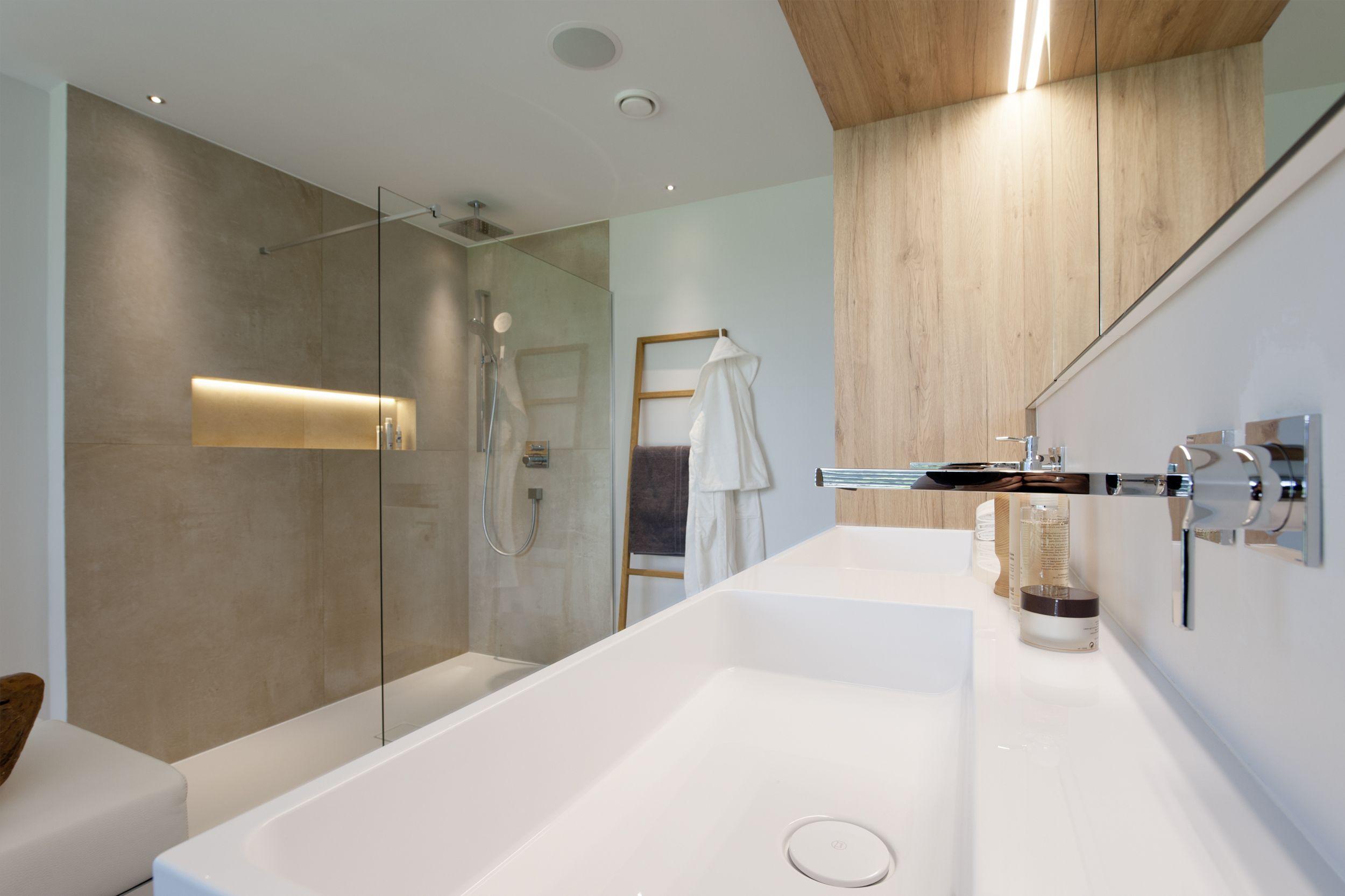 Massgefertigter Wandhangender Doppelmobelwaschtisch 15 M Luxusbad Neubau Freistehende Designerwanne Mit Gepolste Wc Mit Dusche Begehbare Dusche Luxusbad