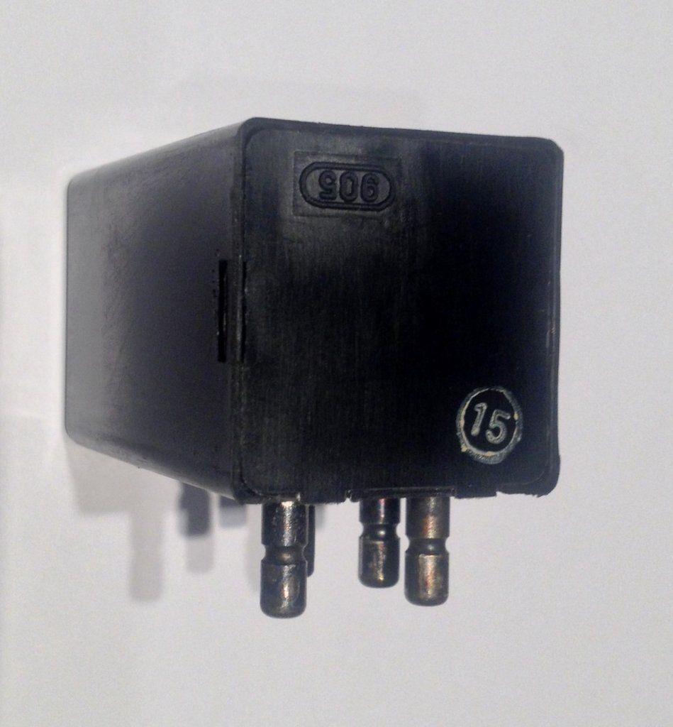 New mercedesbenz turnsignal hazard flasher relay 3