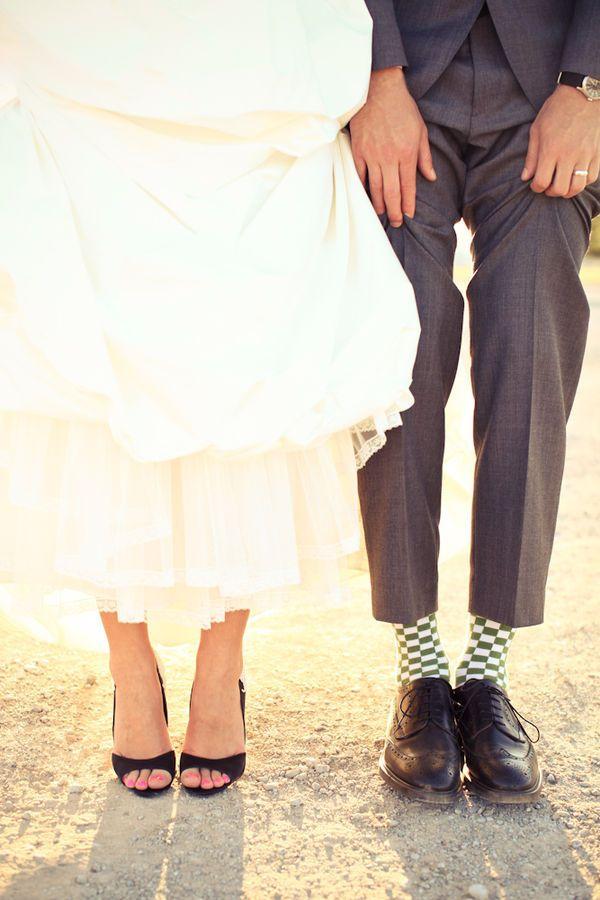 Je hoort vaak dat zwarte trouwschoenen echt niet kunnen. Ik snap dat niet, het is juist zo classy! (En je trekt zwarte schoenen na je bruiloft vast vaker aan dan witte...)