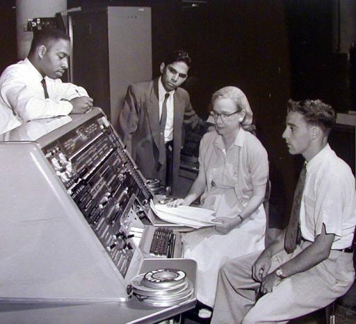 Dr.Grace Murray Hopper - İlk büyük ölçekli bilgisayar ve Bilgisayar yazılımı