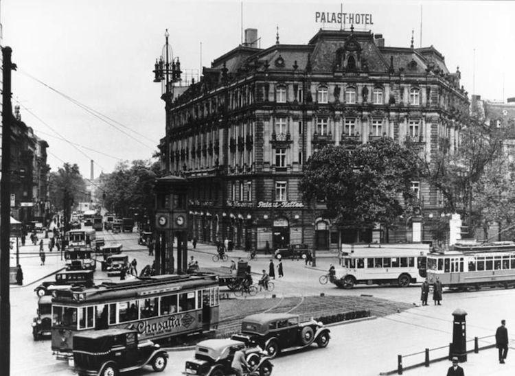 Berlin , Palst Hotel am Potsdamer Platz, um 1932.