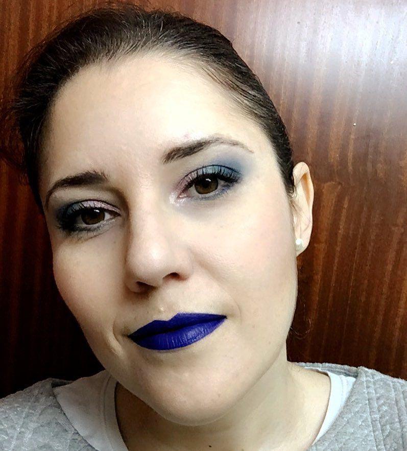 Si el morado sí por qué el azul no? #makeuplook #fotd #motd #look #eyemakeup #instamakeup #evamcobos #evamcobosbeauty  #evaimnotmua #imnotmua #cosmetics #maquillaje #cosmetica #beauty #belleza #makeuplover #makeupaddict #allaboutmakeup #makeup  #ilovemakeup #makeupbyme #makeupobsessed #makeupart #makeuplove #makeupfanatic #makeuptime #makeuplife #bluelips #bluelisptick