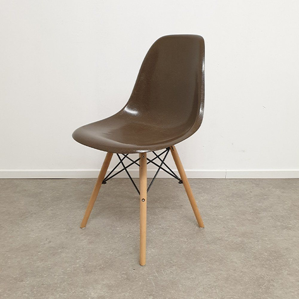 For Sale Ray Charles Eames For Herman Miller Chocolate Brown
