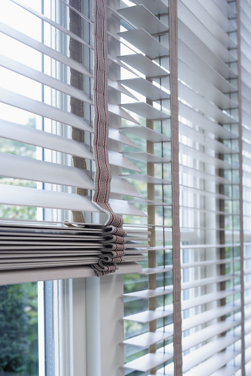 how to clean white wooden blinds
