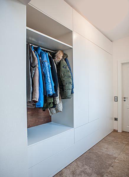 Diele mit Einbau Kleiderschrank und Steinboden | Kleiderschrank ...