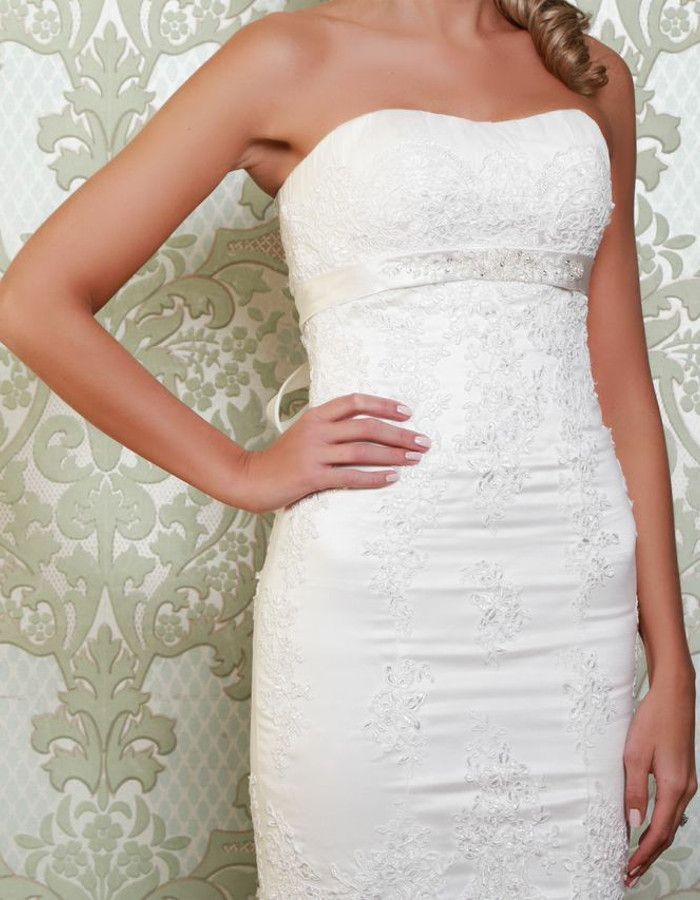CLOVER Fine embroidery over the bodice flowing down below the hips ...