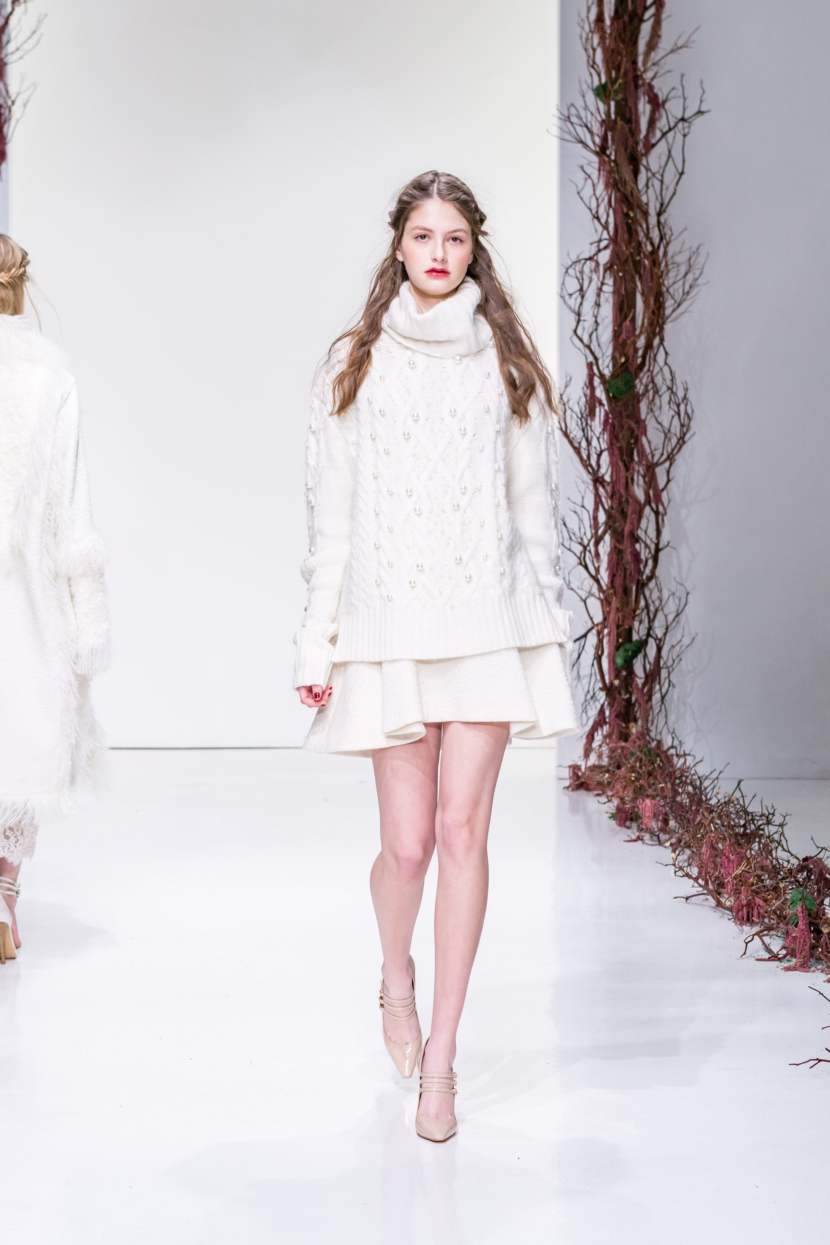 See the complete Rachel Zoe Fall 2016 Ready-to-Wear collection.