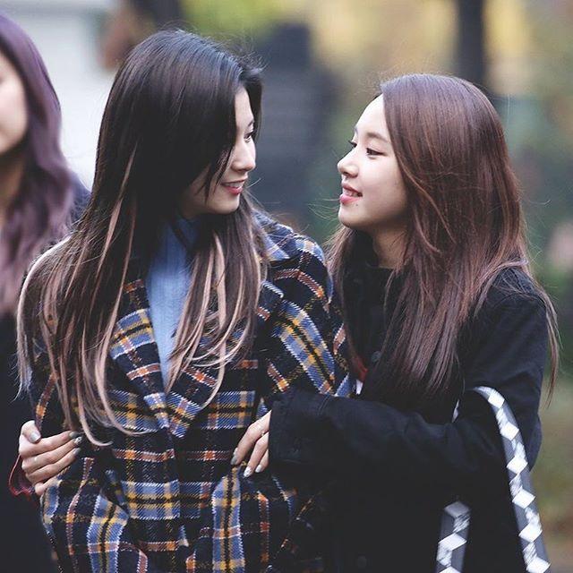 Happy Sana Day Chaeyoung 채영 Twice 트와이스 Prettyrapstarchaeyoung Kpop Girls Twice Sana My Girl