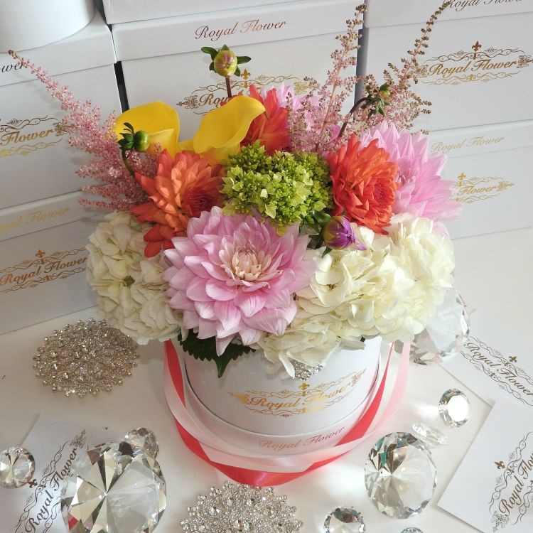 Welcome To Royal Flower Design The Most Luxurious And Romantic Rose Boxes In Canada These Royal Roses Are Hand Crafted Flower Box Gift Flowers Romantic Roses