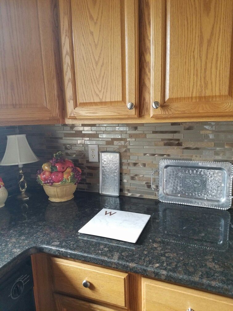 Backsplash that up dates honey oak cabinets #honeyoakcabinets