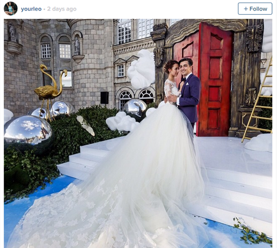 Incredible Hand-Holding Couple Got Married And The Photos Are Beautiful