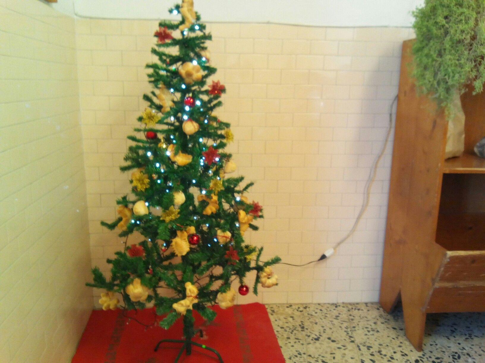 Poesie Di Natale In Sardo.Albero Di Natale Addobbato Con Panini E Coccoi Pane Sardo