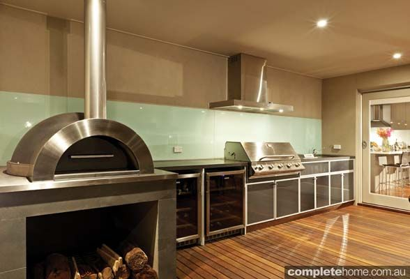 Covered Outdoor Kitchen Design With Pizza Oven