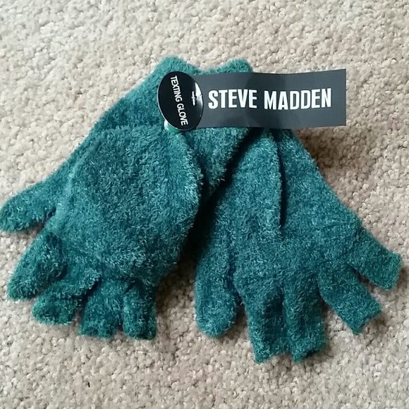 Steve Madden Texting Gloves Fingerless with option to cover fingers with flap Steve Madden Accessories Gloves & Mittens