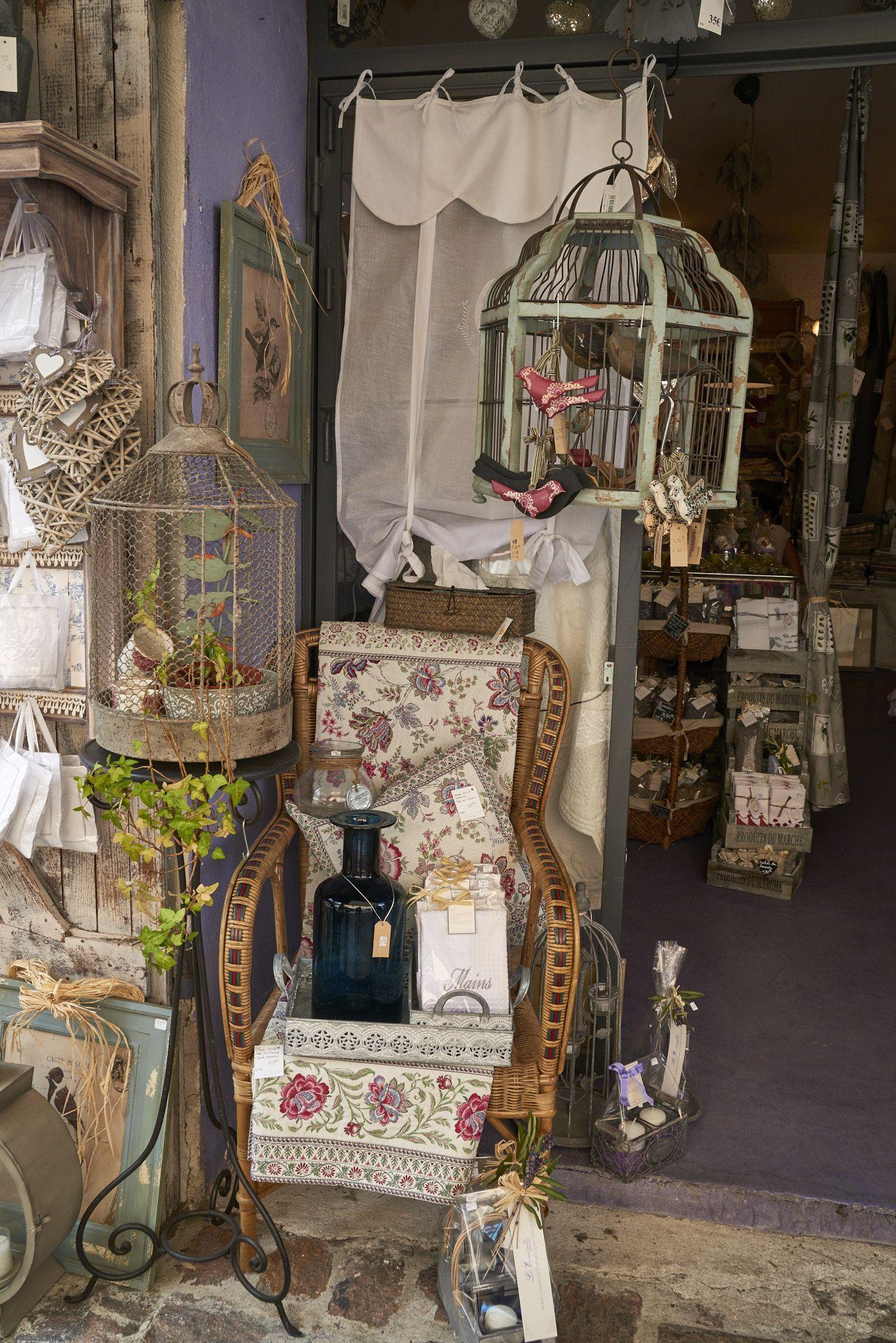 Day 254 Boutique shops in Le Castellet 365views2019