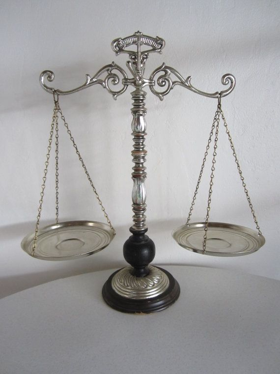 Vintage justice scale oficinas decoracion oficina y for Decoracion oficinas vintage