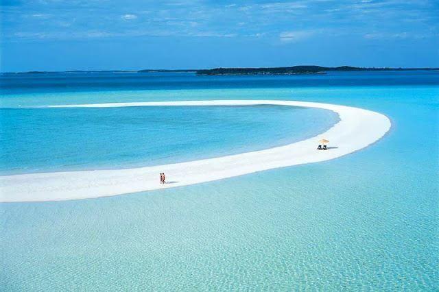 【バハマ】ムシャケイ島。中南米のカリブ海に浮かぶムシャケイ島は、米マジシャンのデビッド・カッパーフィールド氏が所有しています。アメリカのセレブに人気の島で、全長3キロの砂州や40ヶ所のビーチでリゾート気分を満喫することが出来ます。
