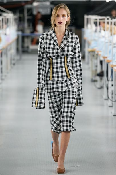 Mariam Gvasalia Tbilisi Spring/Summer 2017 Ready-To-Wear Collection | British Vogue