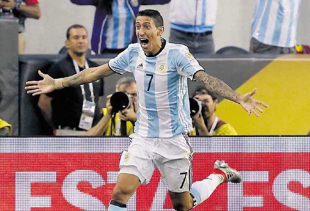 Dos goles de Ángel Di María y Éver Banega en el tramo inicial del segundo periodo dieron la victoria a Argentina ante Chile, en un encuentro de fuerzas niveladas en el primer periodo, pero en el que el equipo argentino fue superior en el segundo y en el que Chile marcó en la prolongación.