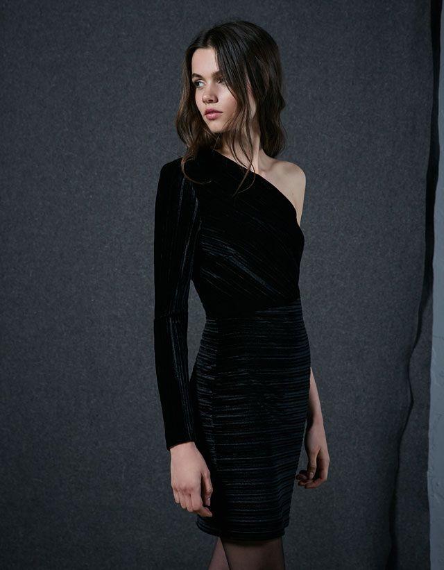 c5deffa6a8 Pleated velvet asymmetric dress Bershka Vestidos