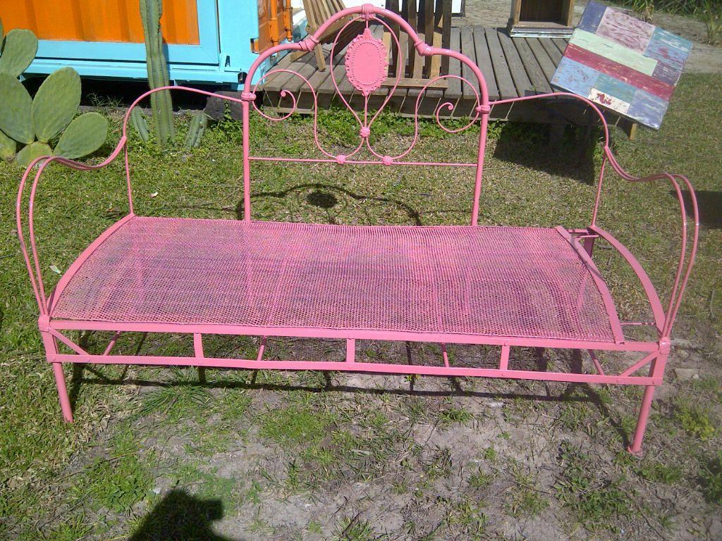 Camastro de hierro realizado con Respaldo de cama antigua y elástico ...