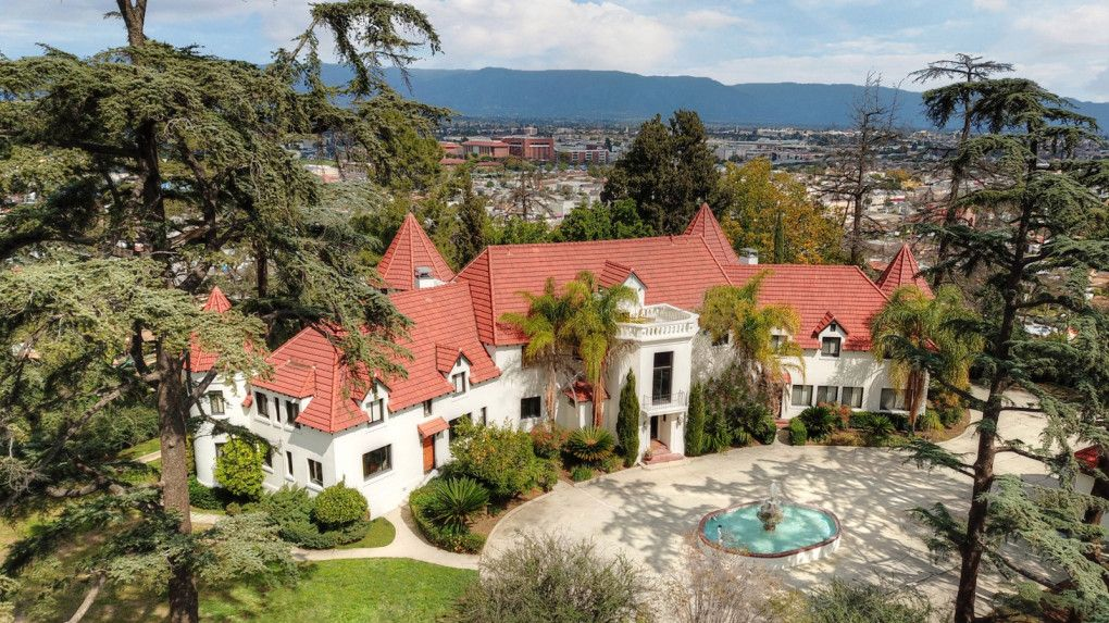 Phil Spector S Alhambra Castle Where Actress Lana Clarkson Was Killed For Sale At 5 5 Million Mansions Alhambra Celebrity Real Estate