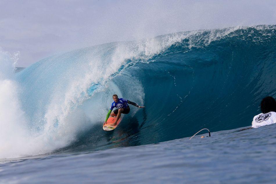 Jamie O'Brien-Preparing to Surf Pipeline Volcom Pipe Pro