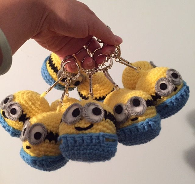 Keychain Minions | Crocheting | Pinterest | Wimpel fahnen ...