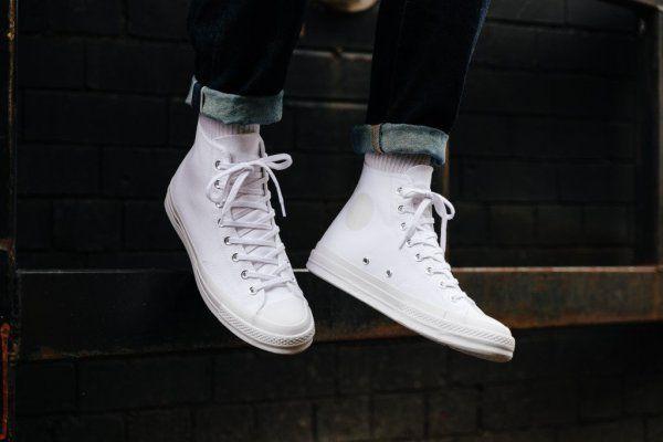 converse chuck taylor on feet