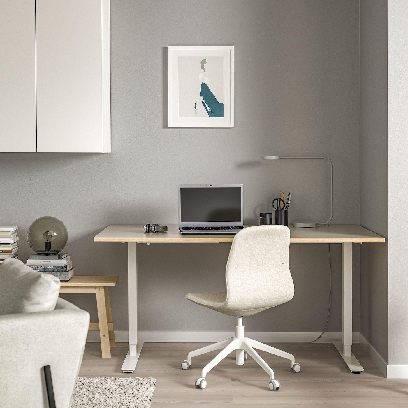 SKARSTA Schreibtisch sitz/steh - beige, weiß - IKEA Österreich in