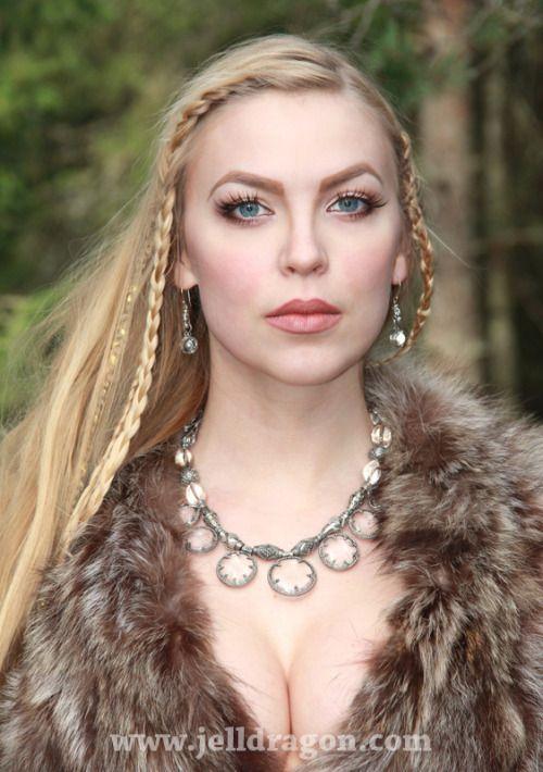 Pin Von Valerie Baird Auf Shawls Wikingerfrau Gesicht Wikinger Frisuren