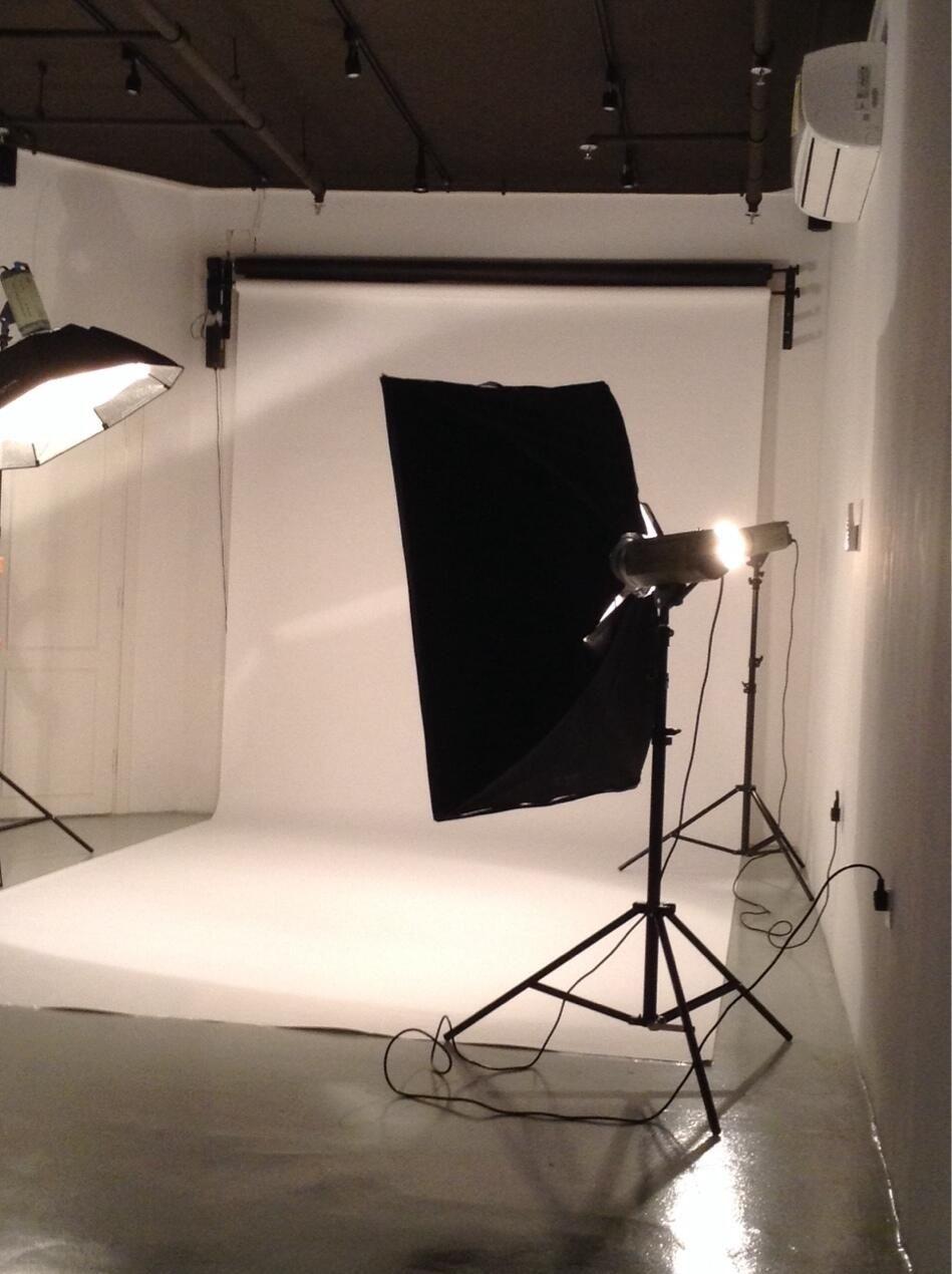 Gitting Ready For Photo Shooting Shehana Designs Fashion Shoot Abaya Backstage Design Home Decor Decor