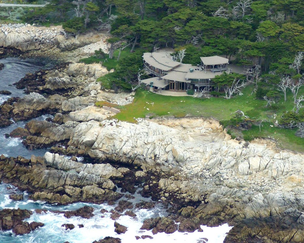Clint Eastwood S Old House Built In The 70 Complete With A Boulder Living Room Because It Couldn T Be Moved