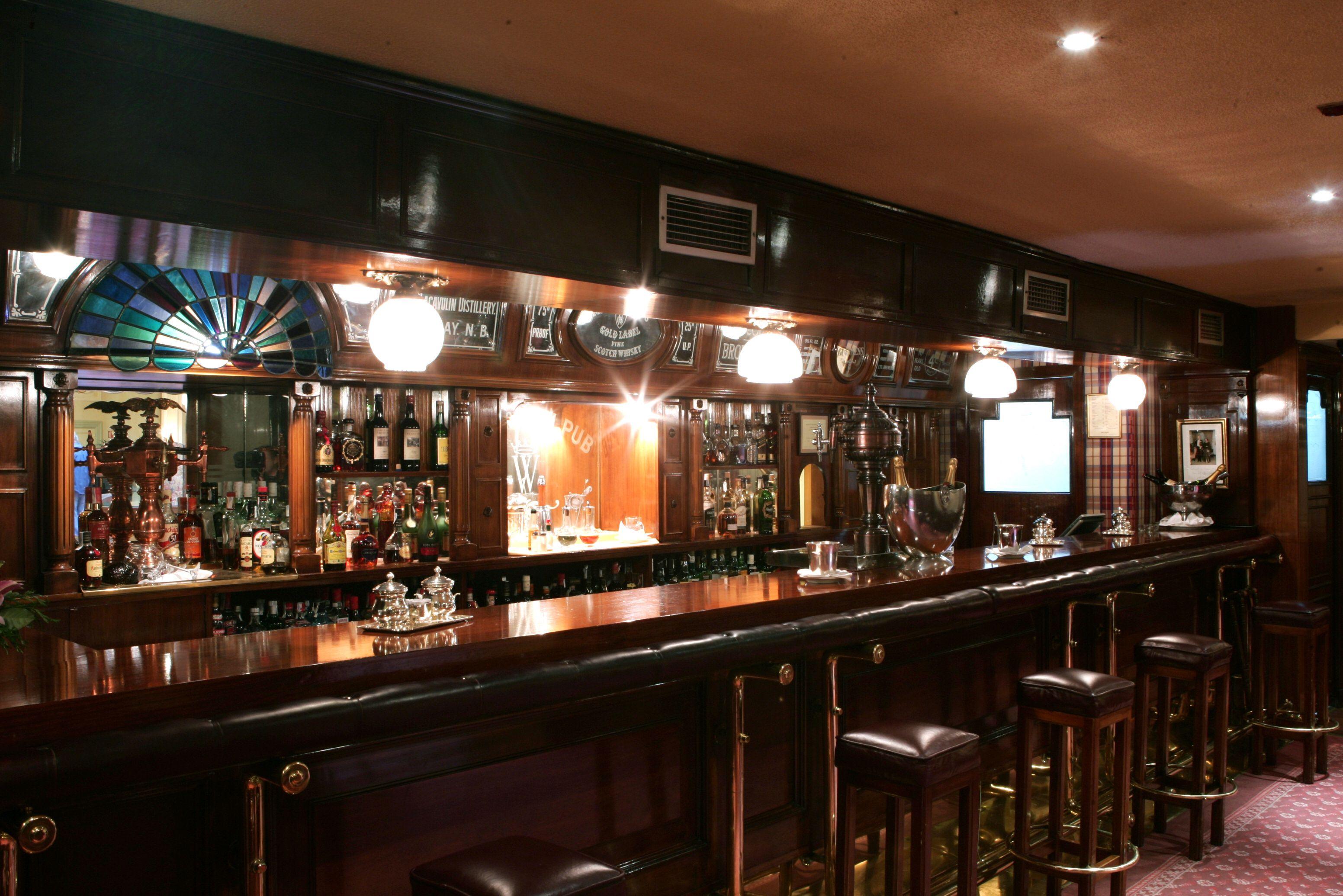Bar Ingles Wellington Ubicado En El Hall Principal Del Hotel Ambiente Perfecto Para Reuniones De Amigos De Trabajo Decoracion Pub Barra De Bar Hotel