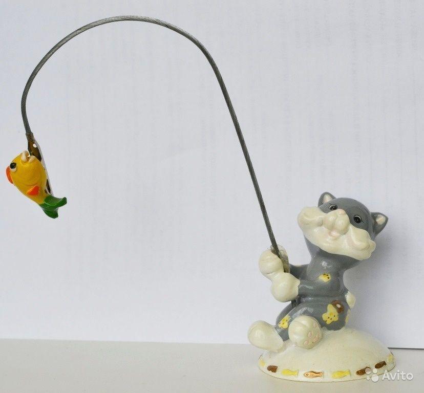 Держатель для записок 500 руб. Фигурка Котик-рыбак, рыбка ...