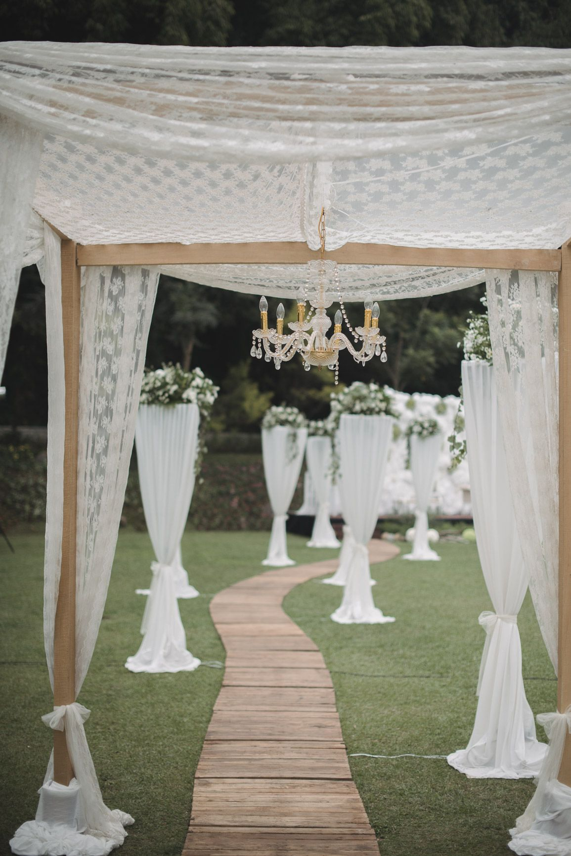 Pernikahan anindya dan aiken di gedong putih bandung decor pernikahan anindya dan aiken di gedong putih bandung junglespirit Images