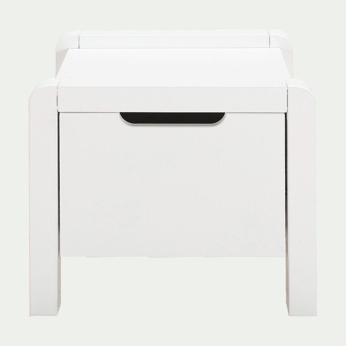 Rangement Intime Une Jolie Table De Chevet Design En Bois Blanc Pour Accompagner Votre Lit Dans Votre Chambre A En 2020 Table De Chevet Bois Bois Blanc Table De Chevet