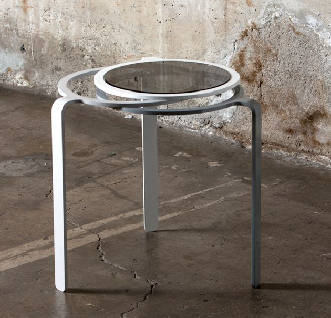 Rely table fuses elegance of form and stability of structure
