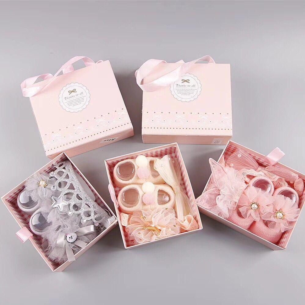 طقم حذاء وربطات شعر للبنات م م ــــي ز للتسوق In 2021 Princess Baby Gifts Cute Baby Gifts Baby Girl Gifts