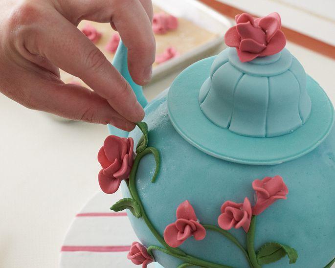 Tea Pot Cake How-To - Edible Artists Network - Projects Cakegirls