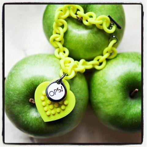 http://www.patriciapapenberg.com/default/kleine-preziosen/ops-objects/ops-studs/bracelet-ops-studs-lime.html