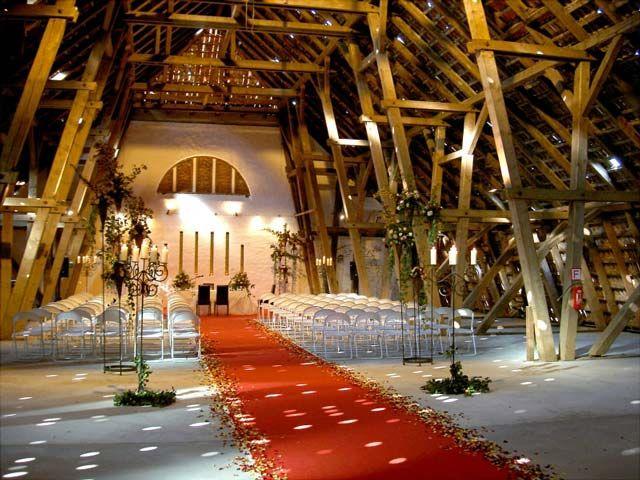 Feiern Auf Gut Schonau In Der Restaurierten Bismarckscheune Hochzeitlocations Hochzeit Location Hochzeit Hamburg
