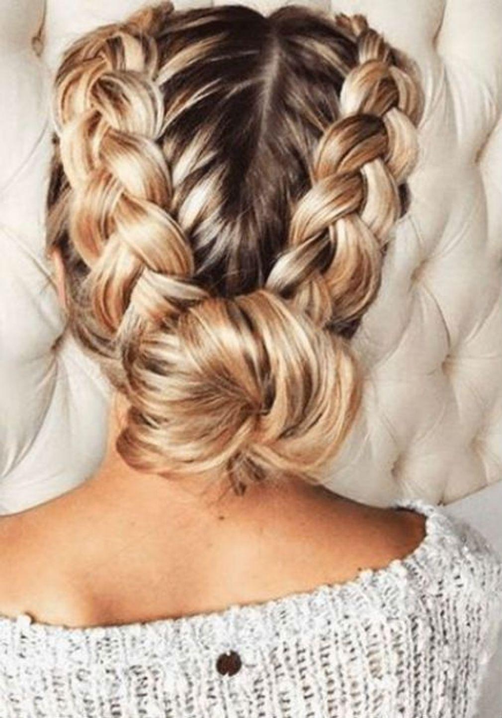 Une Tresse Originale Coiffures Branchees Coiffure Nouvel An Coiffure Cheveux Long Facile